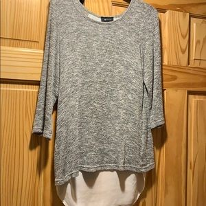 Grey and white knit 3/4 sleeve shirt